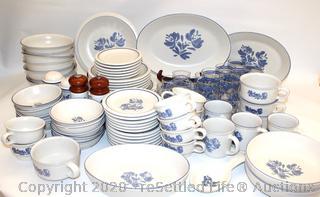 Pfaltzgraff Yorktown Dinnerware Set