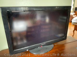 """32"""" LCD Panasonic Television"""
