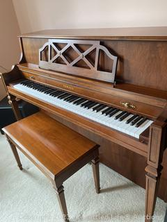 Yamaha M475 Console Piano with Bench