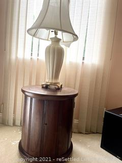 Barrel Table with Lamp