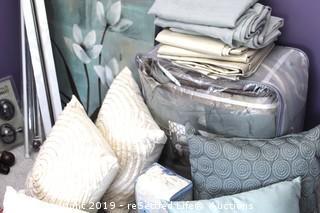 Queen Bedding Set and Decor