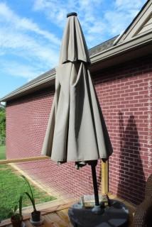9' Outdoor Solar Umbrella
